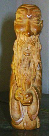 wood figurine: Wood figurilla de viejo  Foto de archivo