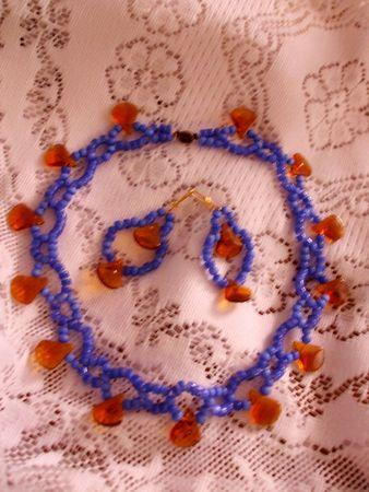 Blau und gelb Kette und Ohrringe Standard-Bild - 2042263