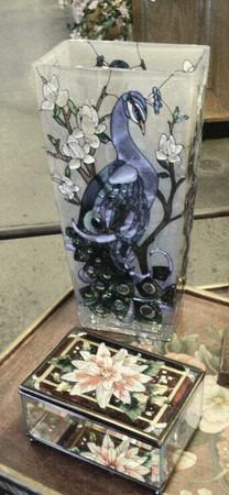 パステル砂岩ステンド ガラスの花瓶とボックスの静物