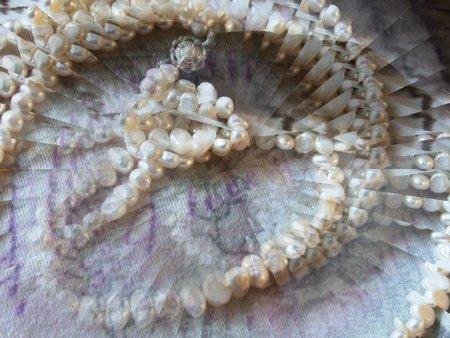 Pearl necklace - illusion