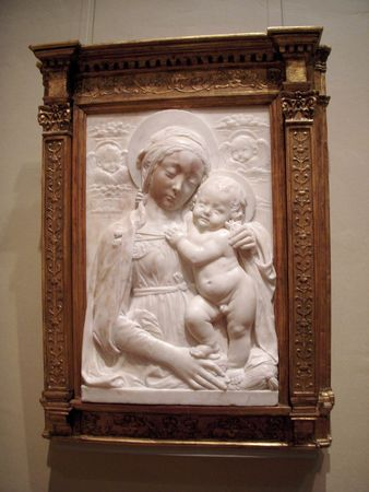 Bas-relief of Madonna and child 스톡 콘텐츠
