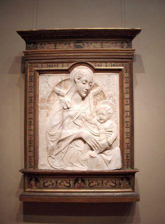 마돈나와 어린이의 얕은 돋을 새김 스톡 콘텐츠