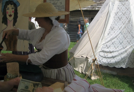 tn: Fort Loudoun, TN - September 8, 2013 - Food vendor treating visitors to her tasty stew at Colonial Trade Fair in Fort Loudoun Editorial