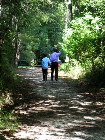 September 20, 2014 - Fletcher, NC - Father and son taking a walk at the community park 新聞圖片