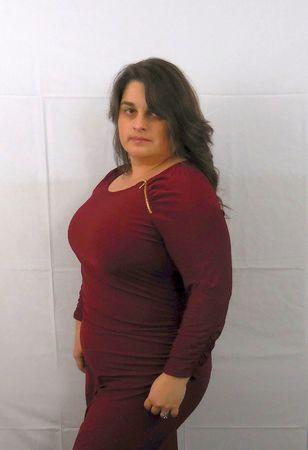 voluptuosa: Mujer en un vestido rojo