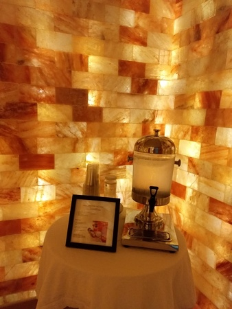 September 1, 2018 - Charlotte, NC - Ritz Carlton salt sauna Redactioneel