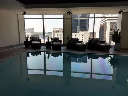 September 1, 2018 - Charlotte, NC - Ritz Carlton aqua lounge Redactioneel