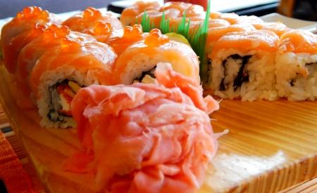 tekka: Delicious rolls and sushi with eel, sesame seeds, salmon and philadelphia