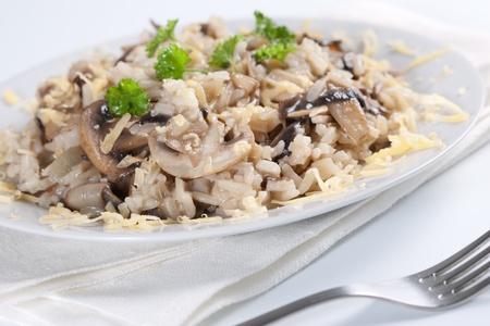 paddenstoel: Champignon risotto met peterselie, Italiaanse keuken.