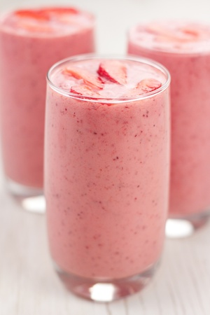 Strawberry smoothie: Fresh cold strawberry smoothies with fresh fruits  Archivio Fotografico