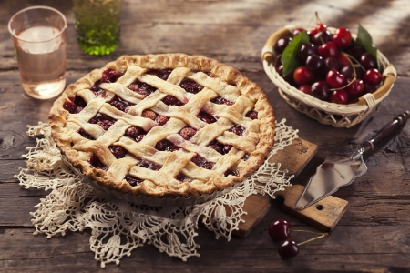 Cherry pie with lattice crust. Stock Photo - 21085787