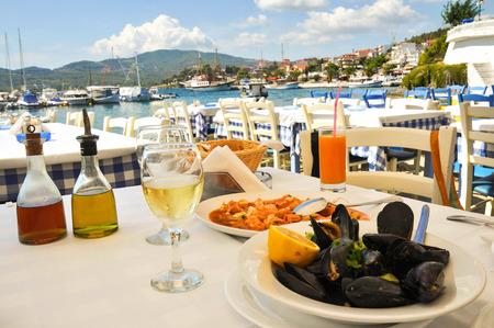 ギリシャのリゾートでのシーフード ディナー