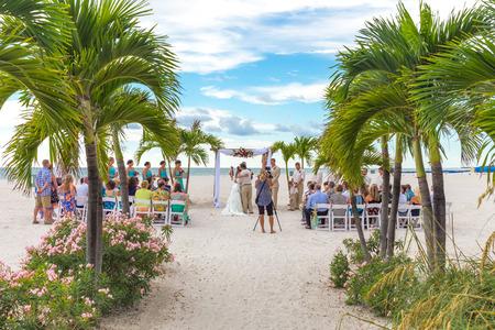 st  pete: ST. Pete Beach, Stati Uniti d'America - 5 settembre 2014: Cerimonia di cerimonia nuziale sulla spiaggia di St. Pete in Florida, Stati Uniti il ??5 SETTEMBRE 2014