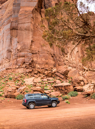 sport utility vehicle: MONUMENT VALLEY, UTAH, USA - MAY 25, 2015 - Offroading through the Monument Valley in a Jeep Patriot. Jeep Patriot  is a four-wheel drive off-road and sport utility vehicle (SUV), manufactured by American automaker Chrysler.