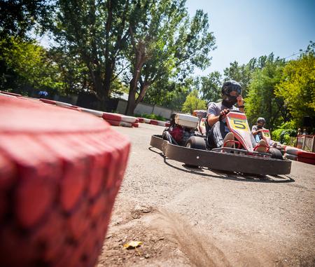 motorizado: Vaya carrera de velocidad de kart Foto de archivo