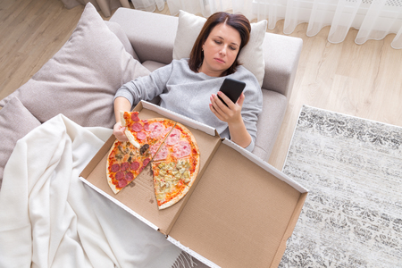 woman eating pizza image taken from above Archivio Fotografico