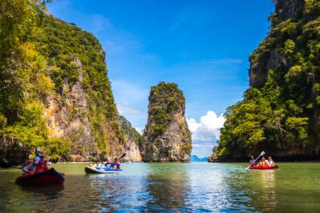 TAJLANDIA, PHUKET, 10 stycznia 2018 - Kajakarstwo na morzu w Tajlandii Publikacyjne