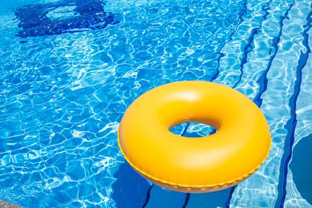 Schwimmbad gelb Schlauch i pool