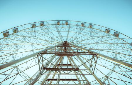 silhouette of Ferris wheel on the background of blue sky Banco de Imagens