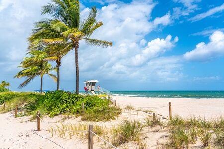 Rettungsschwimmer-Station am Strand von Fort Lauderdale, Florida USA