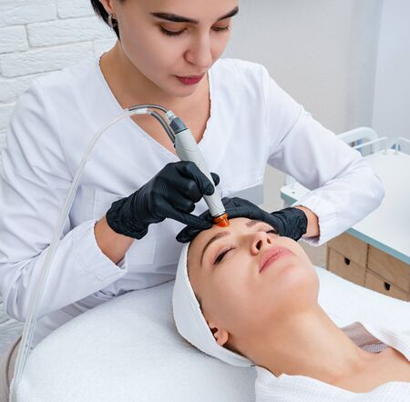 Face Skin Care. Closeup Of Woman Face Cleansing At Cosmetology clinic, vacuum cleaning Stockfoto
