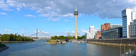 rhein: Dusseldorf Medienhafen