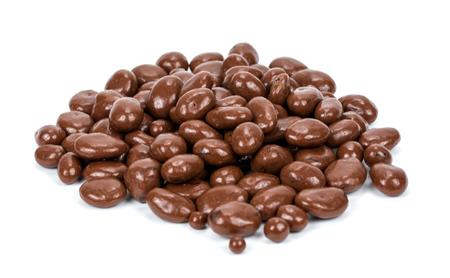白い背景で隔離のチョコレート レーズン