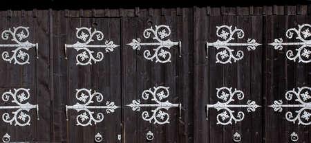 wooden gate in a stone castle 版權商用圖片