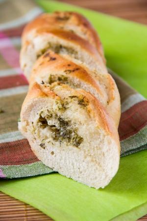 El pan blanco franc�s con hierbas y ajo Foto de archivo - 18264826