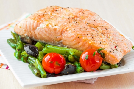 Fillet of red fish salmon with green beans, tomatoes and black olives, tasty diet dinner 版權商用圖片