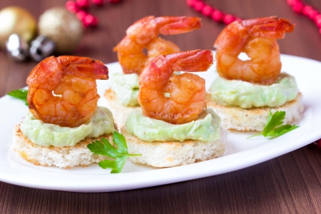 Shrimp on toast with guacamole sauce avocado, Christmas tasty elegant appetizer, starter for new year party 版權商用圖片