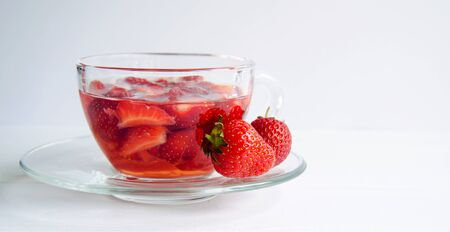 Strawberry tea in a transparent cup isolated on white background 스톡 콘텐츠