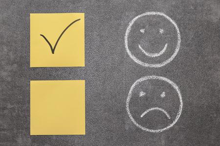 carita feliz: Dibujo de una cara sonriente y una loca