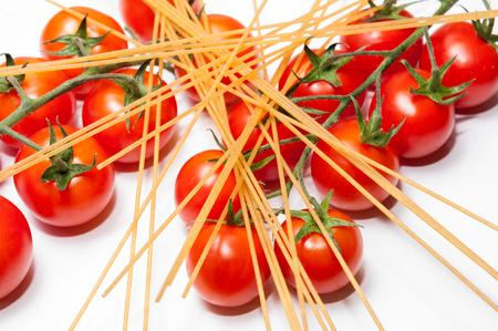 cherry tomatoes: Spaghetti and cherry tomatoes