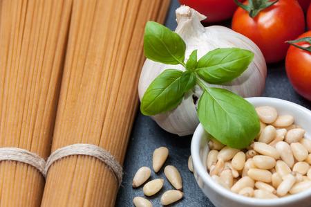 pine nuts: Grain spaghetti, cherry tomatoes, garlic and pine nuts