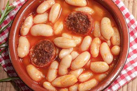 white beans: Earthenware casserole with white beans and sausage