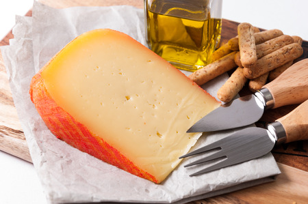 gressins: Wedge of cheese with breadsticks and oil