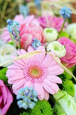 bouquet di fiori freschi di festa, gerbera, rosa,