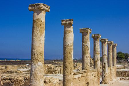 パフォス、キプロスの古代ギリシャ都市の発掘調査中に発見された石古代ギリシャ語の列 写真素材