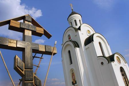 kruzifix: Ukrainischen Orthodoxen Kirche und Kreuz mit Kruzifix
