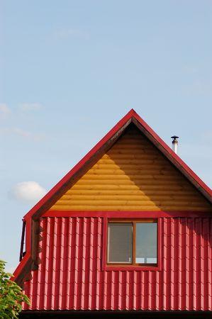 flue season: casa r�stica de madera en el patio trasero de