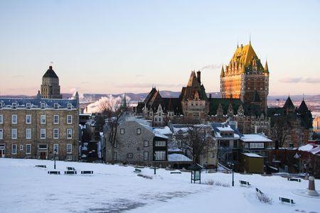 Cityscape of Quebec City showing its most famous landmark, Chateau Frontenac. Winter 免版税图像