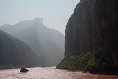 three gorges dam: Misty Yangtze River landscape in China - upstream from the three gorges dam. Coal transport. Stock Photo