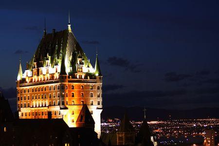national landmark: Notte di scena il punto di riferimento nazionale, Chateau Frontenac in Quebec City, Canada