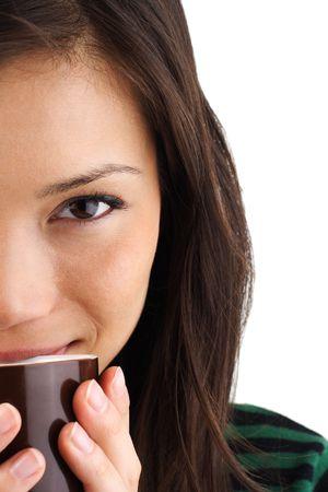 donna che beve il caff�: Bella misti asian  caucasica donna che beve il caff� o t�
