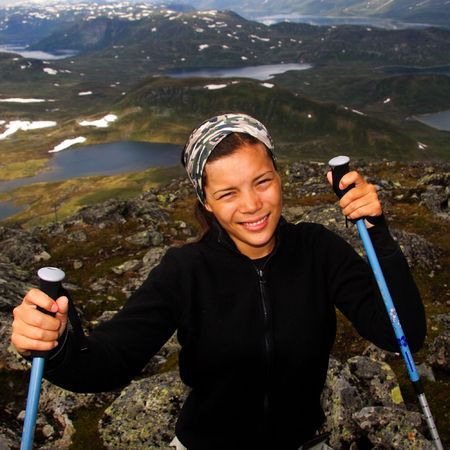 jotunheimen national park: Woman hiker in Jotunheimen national park, Norway