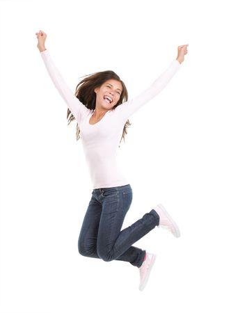 brincando: Mujer feliz saltando. Joven emocionada saltar de alegr�a. Retrato de longitud completa del modelo chino  cauc�sicos de raza mixta aislado sobre fondo blanco transparente.