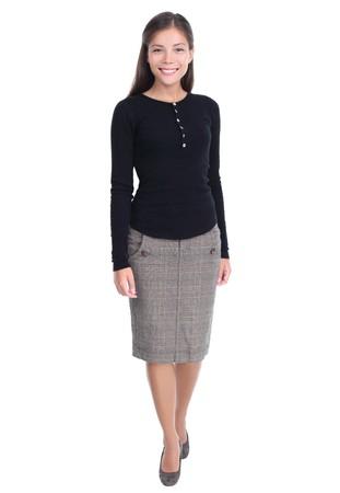mujer cuerpo entero: Empresaria aislado caminando hacia la c�mara en la mujer de negocios chinos  cauc�sicos de casual raza mixta joven hermosa de longitud completa aislada sobre fondo blanco.