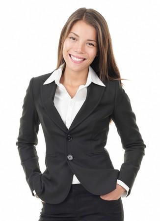 businesswoman suit: Empresaria. Mujer de negocios de Young aislada sobre fondo blanco. Retrato de la hermosa modelo de Asia y del C�ucaso por China multirracial.