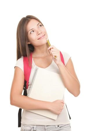 teenager thinking: Joven estudiante universitario pensando y buscando aislado sobre fondo blanco. Modelo femenino de Asia del C�ucaso.